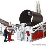 Rundbiegemaschine mit Rollband - Maschine wird bedient